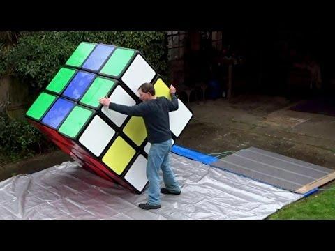 Vignette : Il réalise le plus gros Rubik's Cube au monde !