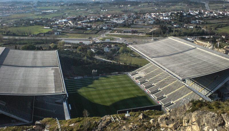 Les 8 stades de football les plus originaux au monde - page 4