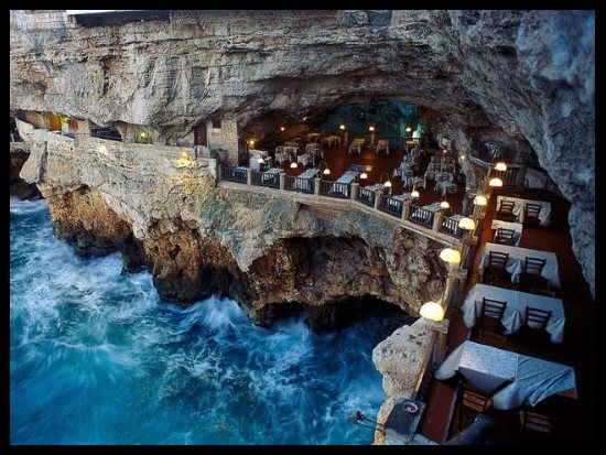 Grotta Palazzese, Pouilles, Italie