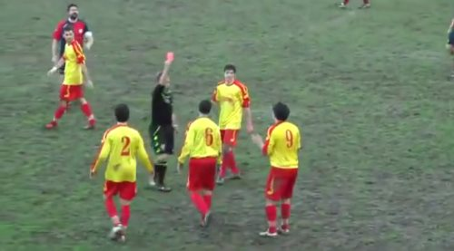 carton rouge football insolite