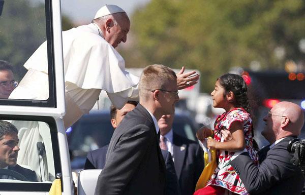 papa mobile - pape fraçois - sofia 5 ans mexicaine