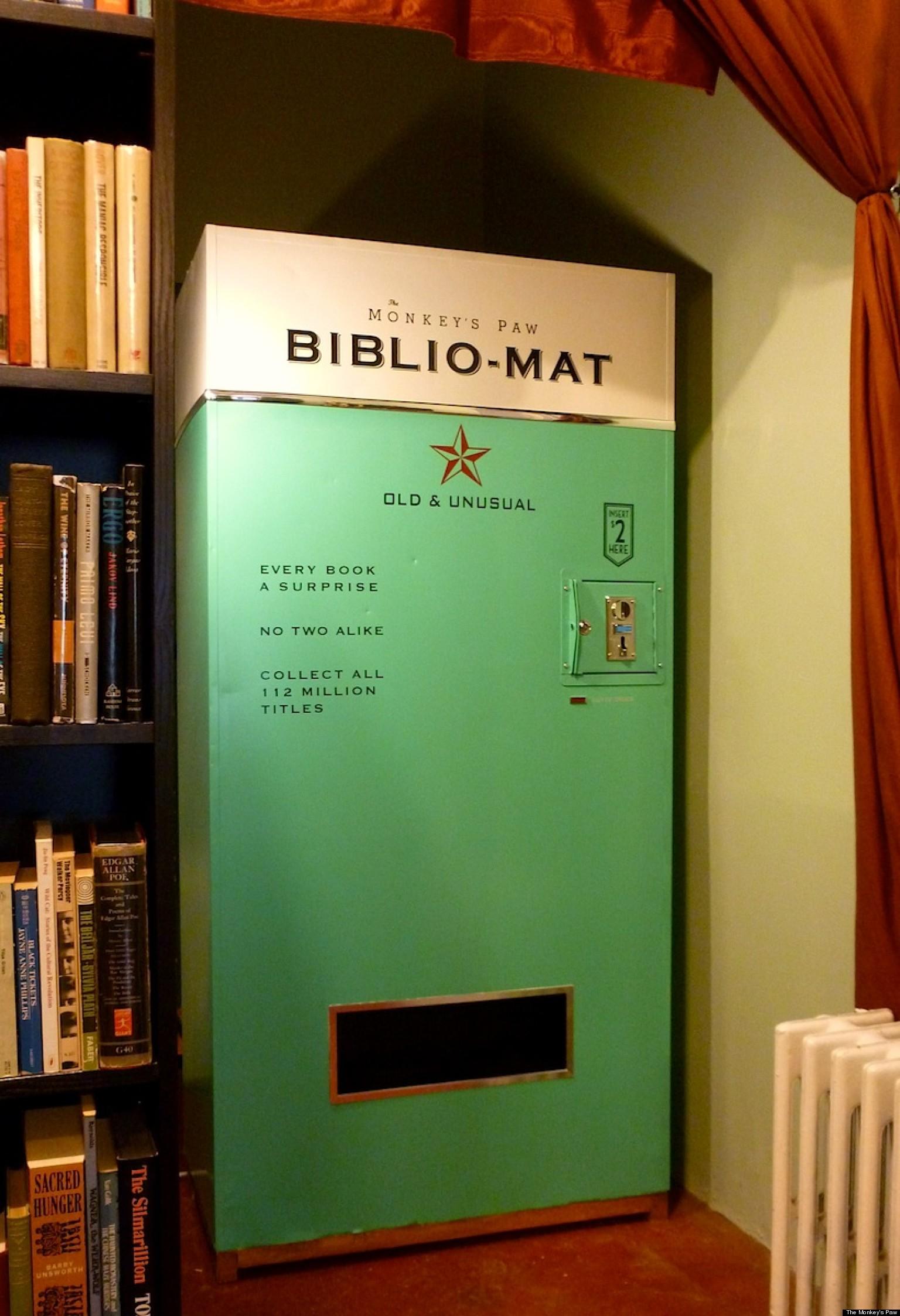 Ce distributeur donne des livres au hasard pour 2$