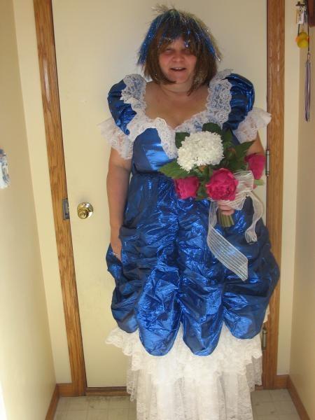 11 robes de mariage insolites for Robes violettes plus la taille pour les mariages