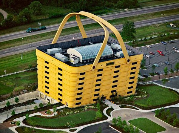 Immeuble au design de panier de supermarché