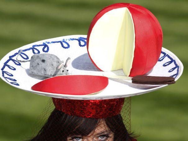 15 chapeaux insolites dr les ou bizarre. Black Bedroom Furniture Sets. Home Design Ideas