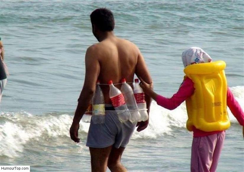 Arabe ridicule sur la plage