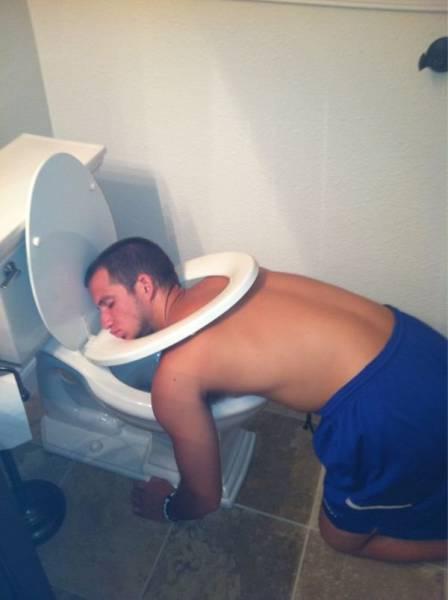 homme-cuvette-toilette
