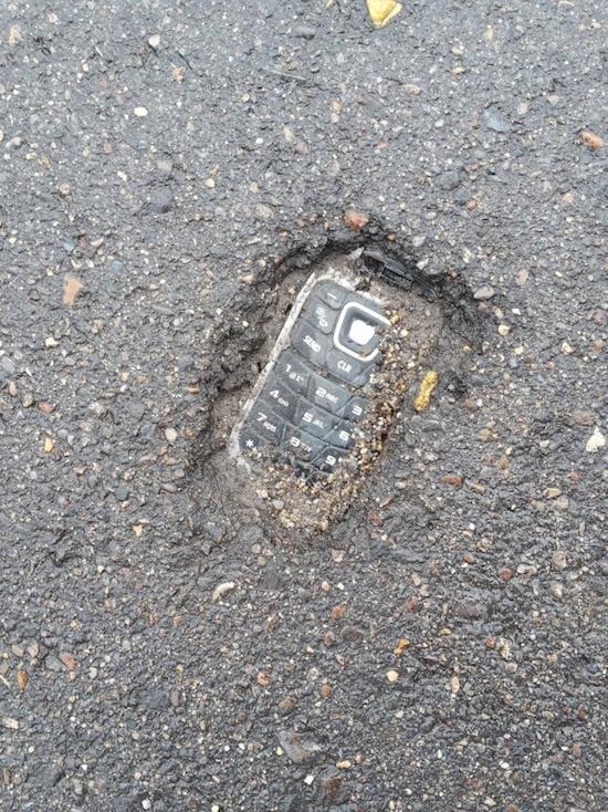 Téléphone dans le béton