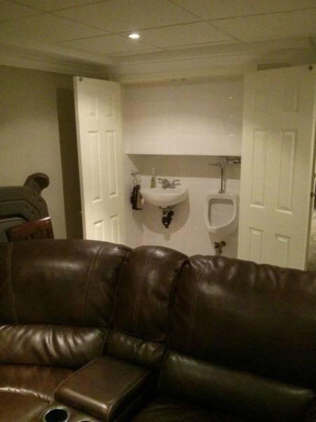 WC dans un placard du salon